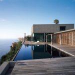 Fachada de casa frente al mar.