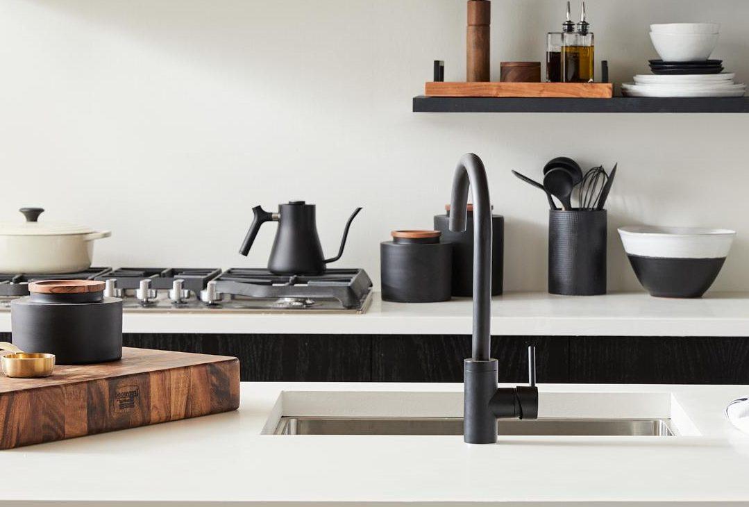 Cocina pequeña, moderna y funcional.