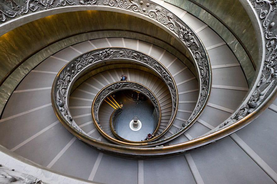 Escalera de caracol  de Bramante  en los Museos Vaticanos