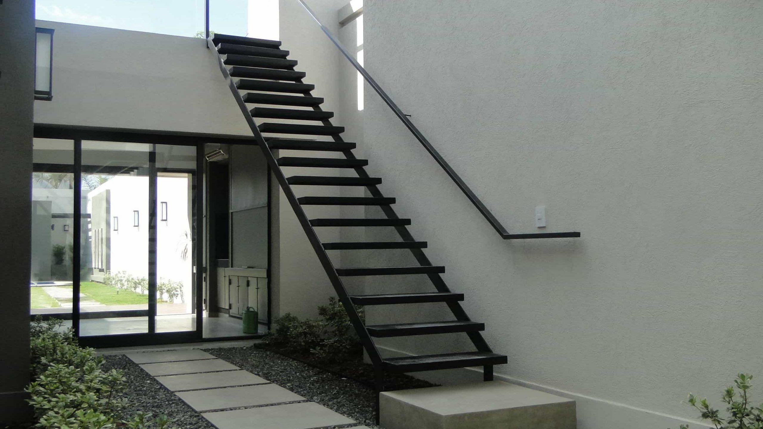 Escaleras de casa lineales