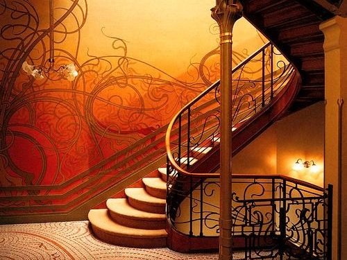 Escalera interior de la casa Tassel diseñada por Víctor Horta.