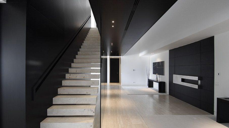 Escalera lineal minimalista.