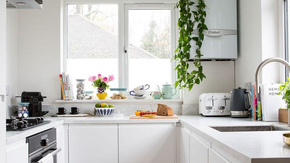Como decorar una cocina blanca. Cocinas pequeñas con forma u.