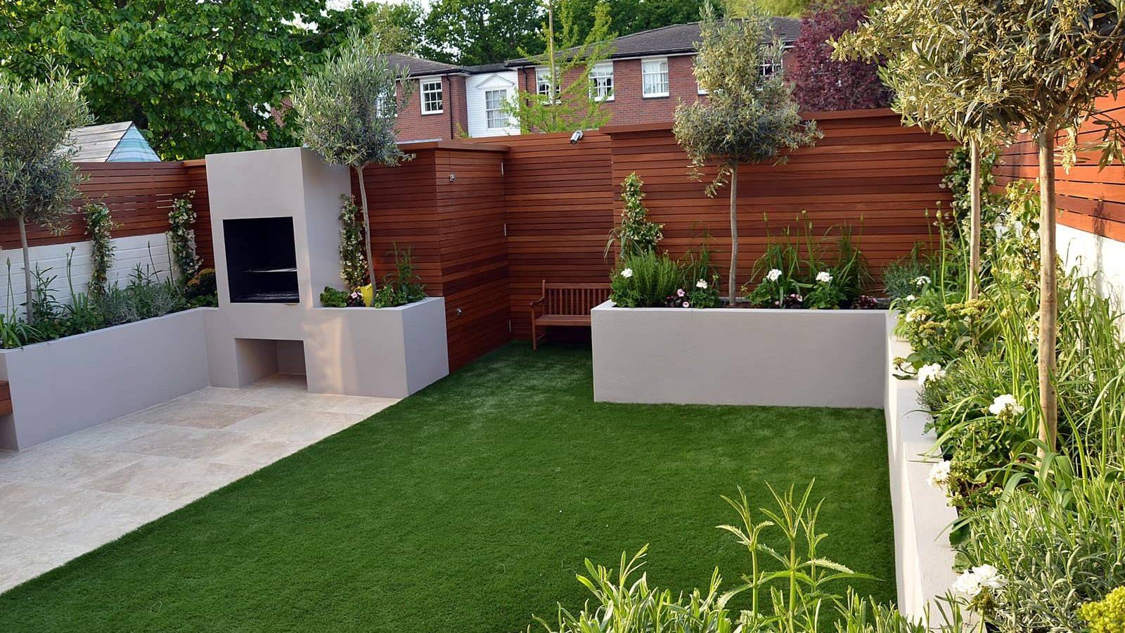 Jardín amplio libre de vegetación a nivel de piso.