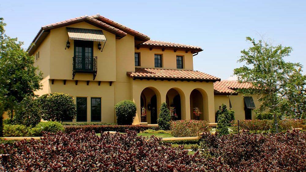 Casas estilo colonial moderno.