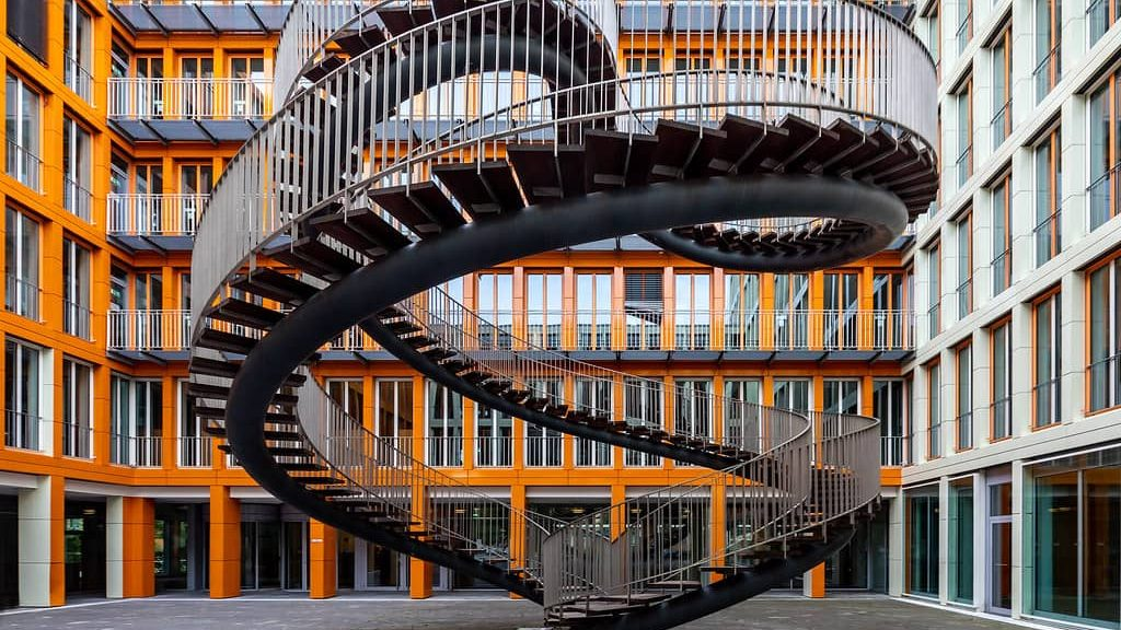 Escalera monumental de caracol