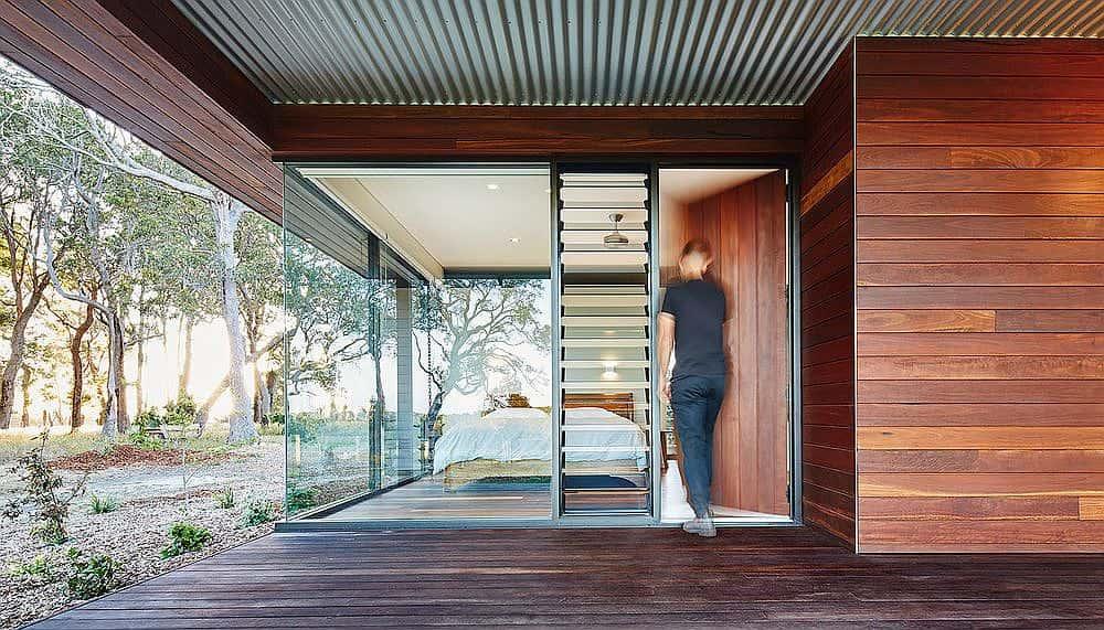 Terraza exterior de casa de campo moderna